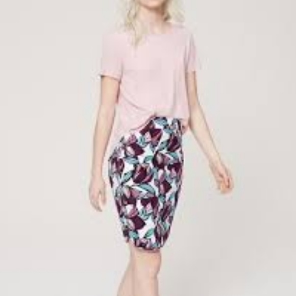 40bbf02efb LOFT Dresses & Skirts - LOFT Wild Orchid Curvy Floral Pencil Skirt Sz 10